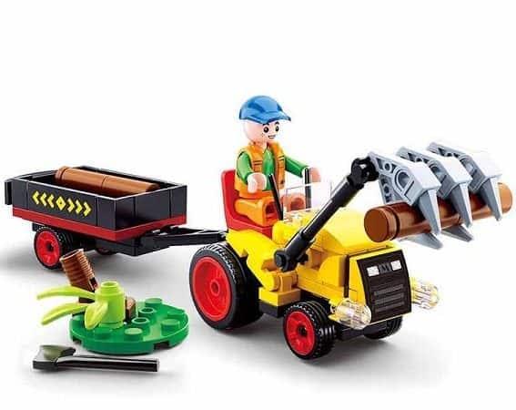 Sluban Traktor met Boomstammen